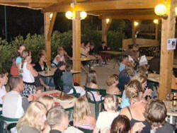 Join us in the evening under the covered terrace at Camping Le Ch'ti Franoi and meet up with other campers from the site